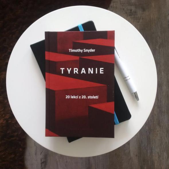 Snyderova Tyranie: Návod k obranědemokracie